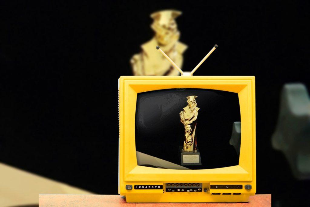 Видео: статуэтка «Золотой Трезини» на фотосессии