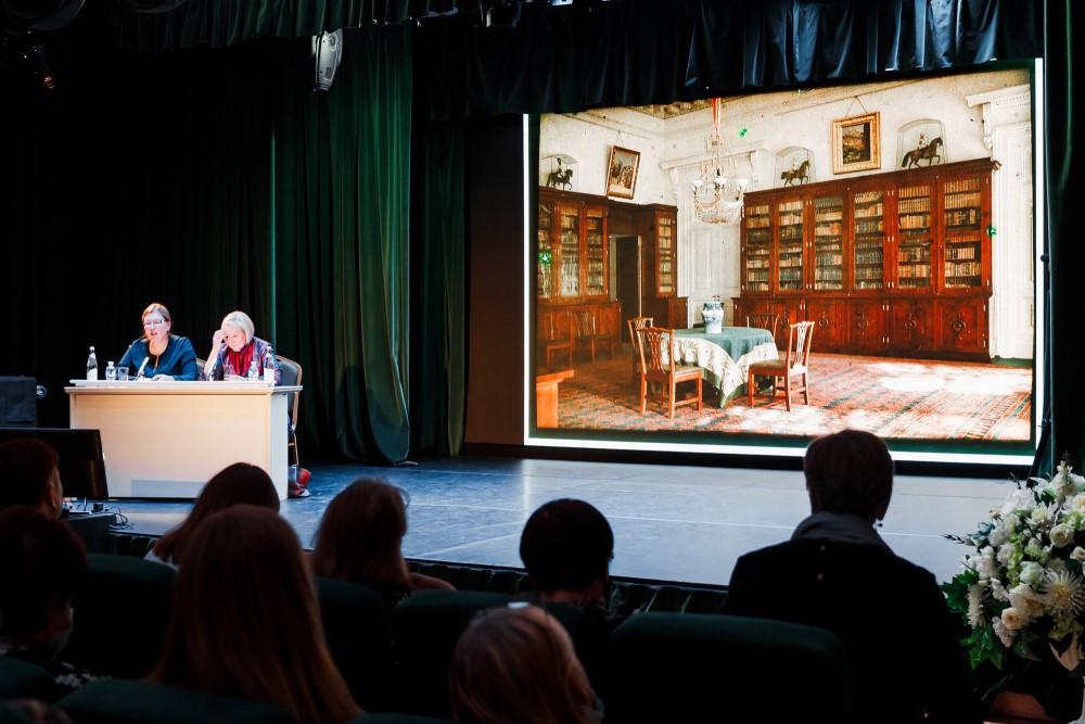 Видео: лекция и арх-медиация «Александровский дворец. Возвращение»